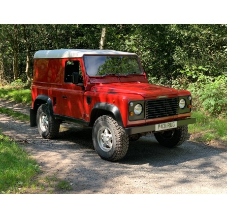 P431 RUG: Land Rover 90 Defender 2.5 300 TDi hard top 1996
